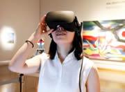 VRコンテンツを体験中